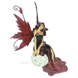 Fee assise sur boule rose Thème lutin sorcière et fée CL47000120, reference CL47000120