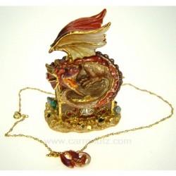 Boite métal émaillé décor dragon doré à l'or 24 carrats avec incrustation de brillant couleur rouge, reference CL48000010