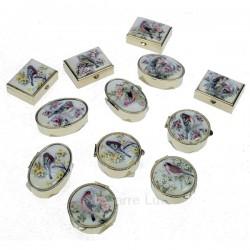 Boite à pillule décor oiseaux forme ovale ronde ou carré décor suivant arrivage en métal et porcelaine, reference CL85004013